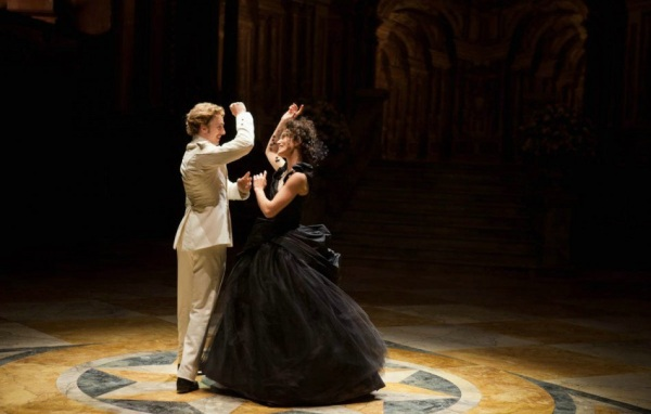Anna & Vronsky's attraction is physical not just in their dance moves but in their dress which are like Ying & Yang