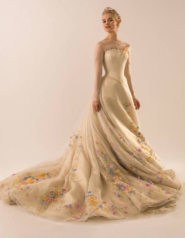 The gown was created by 16 artisans and was made over the course of 550 hours.